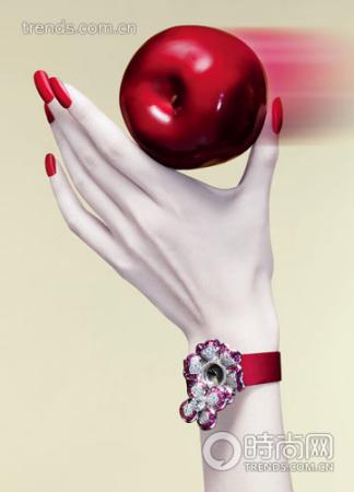Chanel山茶花系列18K 白金镶嵌钻石及粉红蓝宝珠宝腕表