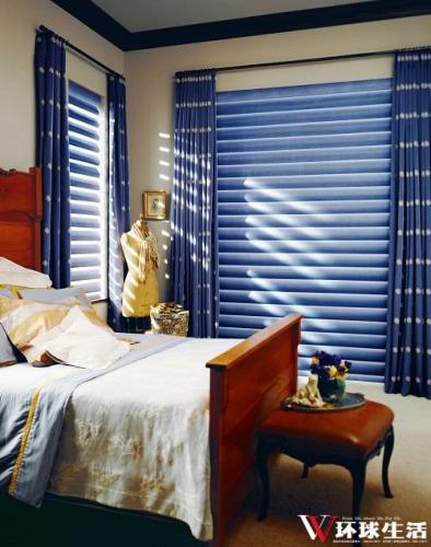 百叶窗以蓝色布艺为材质,是不多见的创意。