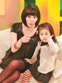 贾静雯和女儿梧桐妹
