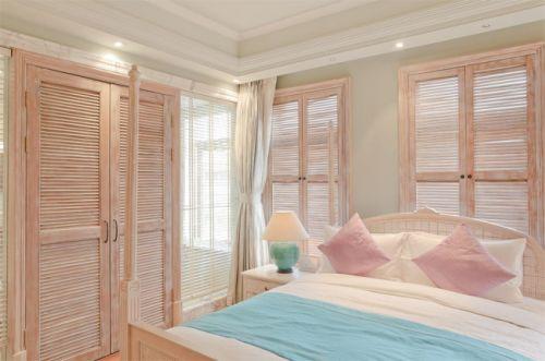 偏爱木质百叶窗,与复古风格的欧式大床相呼应