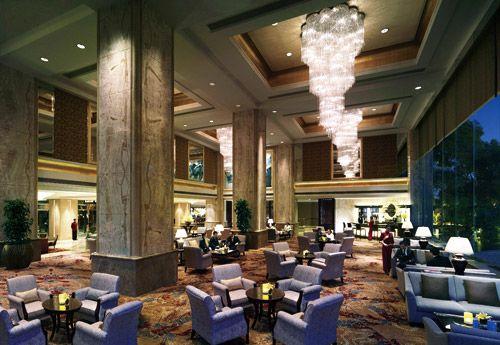 作为武汉市第一家国际五星级酒店,武汉香格里拉一直保持它的领先地位.