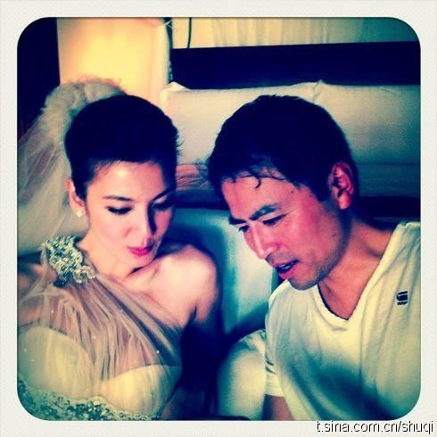 林熙蕾和丈夫在婚礼现场