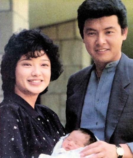 山口百惠1984年产下长子-偷拍事件加快结婚脚步图片