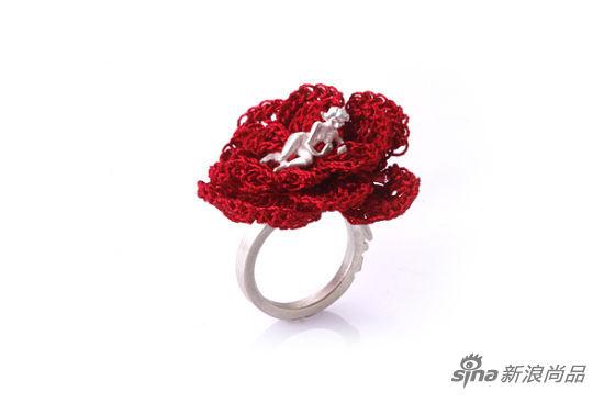 Selda Oketan的花朵人像戒指