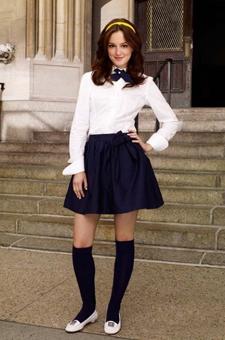 及膝长筒袜与制服搭配散发青春活力