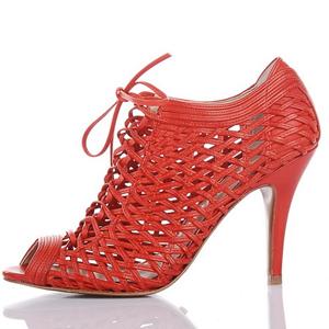 ELLE中文网:选对高跟鞋这个春夏从头美到底