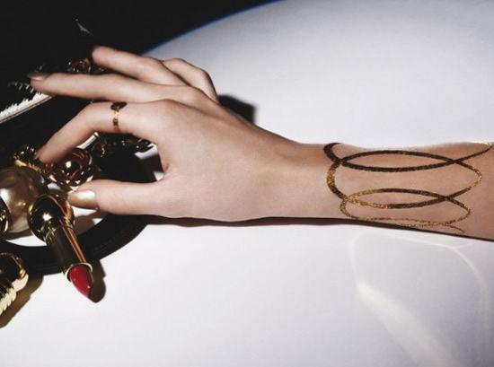 Dior推出圣诞限量版24K金纹身贴纸