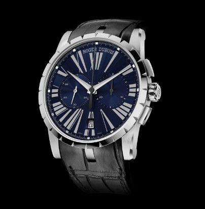 腕表采用42毫米直径精钢表壳,搭配极具辨识性的凹槽表圈,蓝色表盘设计有序,具有清晰的可读性。