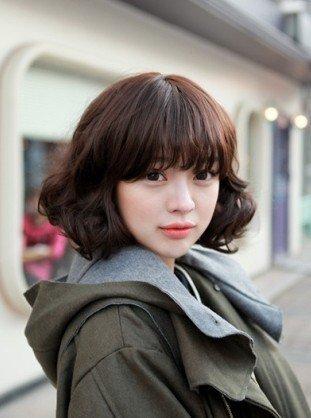 学韩国美女扮甜美 短发风情赛长发