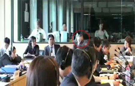 圆圈中为上田秀明(视频截图)