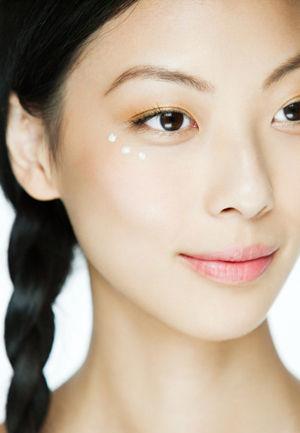 抗老眼霜--有效阻止眼部皱纹的滋生
