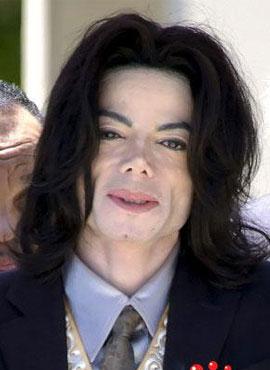 2006年47岁的迈克尔 杰克逊连续四年被评为美国最蠢艺人