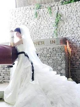 清新俏皮 张娜拉可爱短发婚纱造型(组图)