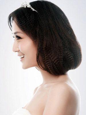 小卷发打造新娘清纯公主发型(组图)