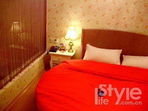 房间布置尽显甜蜜、温情的气氛。