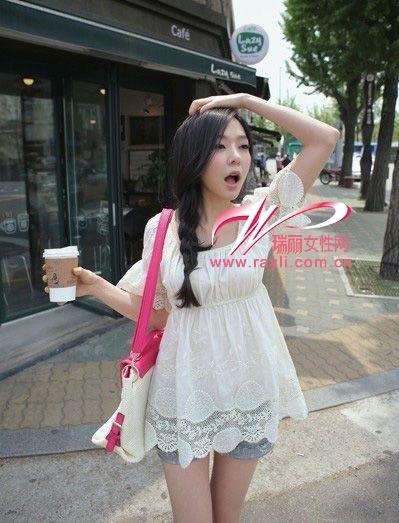 刺绣白色连衣裙穿出女孩子的清纯气质-帅气刺绣花纹T恤中性时尚