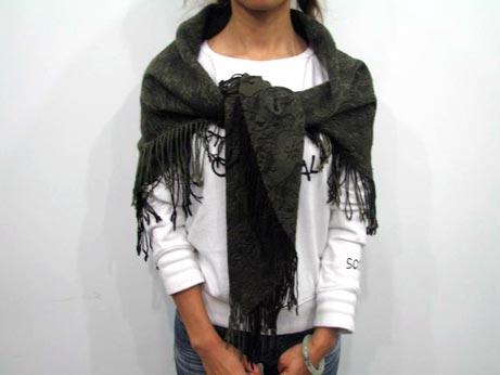 水手结   正方形披肩的基本系法.也可以与大衣搭配在一起.图片