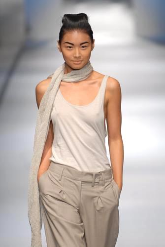 组图:上海时装周模特性感走秀(7)