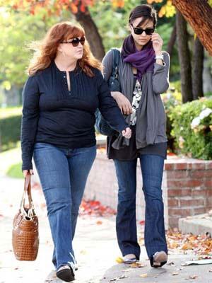 大挎包可是时尚女生逛街必备的