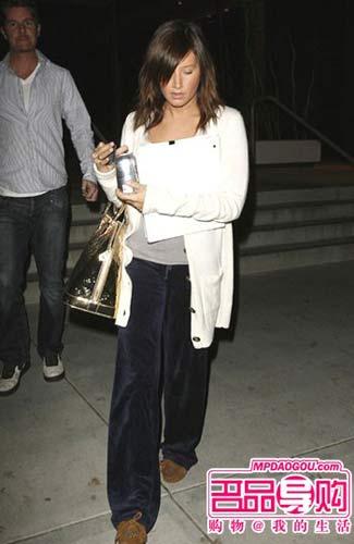 丝绒裤子多以宽松的款式见多-好莱坞女明星 最爱丝绒单品 4