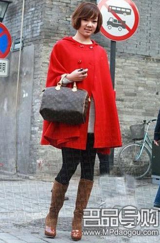 红色长靴搭配什么衣服