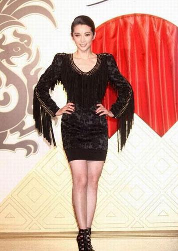 李冰冰充满设计感的蕾丝流苏裙