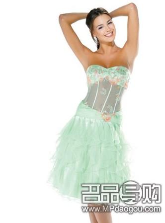 蓝绿色和淡绿的伴娘装