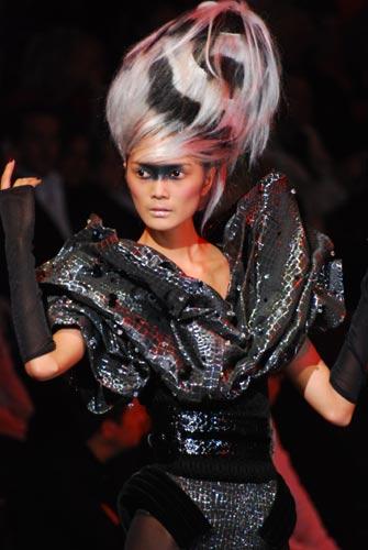 现代发型妆容