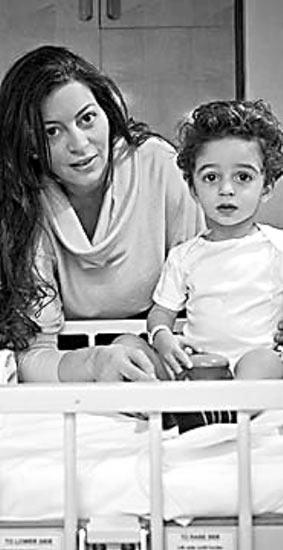 33岁的伽玛尔和1岁的儿子