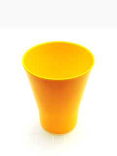 五颜六色的陶瓷杯