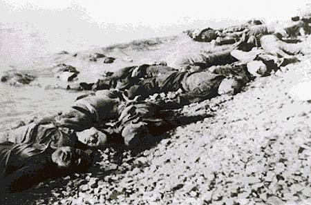 图文:被日军集体屠杀后丢弃在江边的尸体