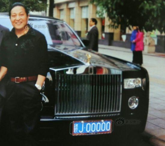 """这辆车牌为赣J00000的劳斯莱斯幻影是王林诸多豪车中的一辆,他曾对女信徒炫耀:""""蓝牌5个0,全国就是我这一台车!"""""""