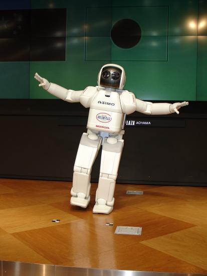 2007年推出的新一代ASIMO个头更小,但是却更加智能。