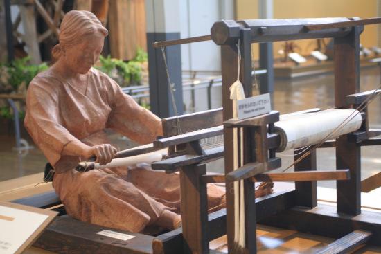 日本早期妇女织布情景模拟