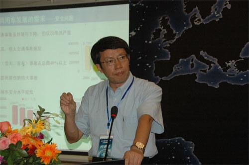 清华大学汽车工程系主任李克强