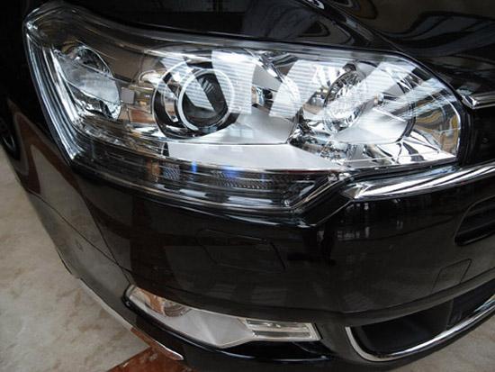 顶配国产C5配置有大灯清洗装置和透镜式大灯