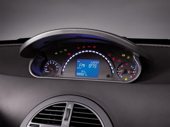 配有蓝色动感转速带的行车信息显示系统