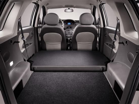 后排座椅全平放倒后,X1行李箱空间更加宽裕