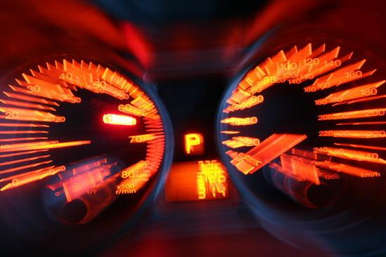转速表针在4000转以后也非常的活跃