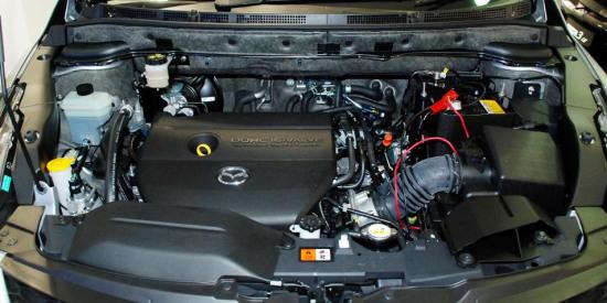 2.3L的发动机舱布局和mazhida6如出一辙