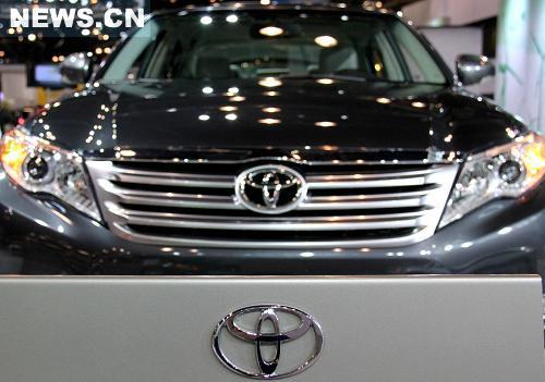 4月1日,一款丰田汽车在2010美国纽约国际车展上展出。