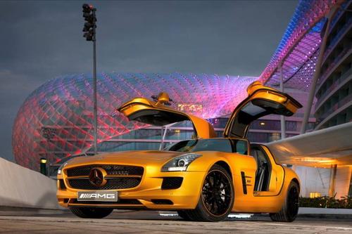 梅赛德斯-奔驰SLS AMG沙漠黄金版