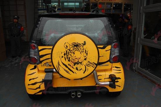 备胎以老虎图象作为装饰