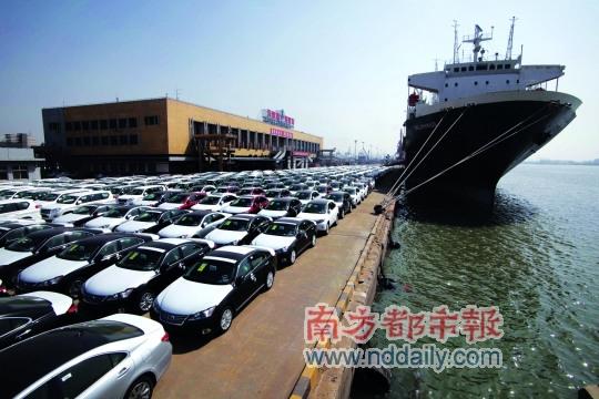 2010年3月,天津塘沽码头刚刚到港的进口汽车
