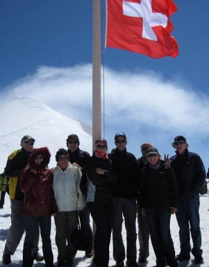 澳洲MG车主队员登上欧洲最高的天山少女峰顶