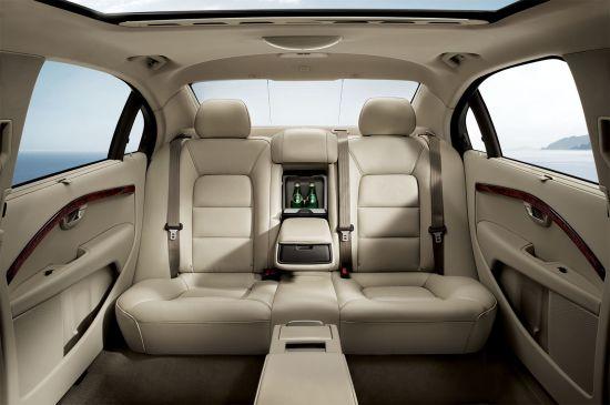 S80L超大后排空间及车载冰箱