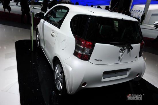 丰田此次带来了与Smart直接竞争的丰田iQ小改款车型,内饰得到全面的升级