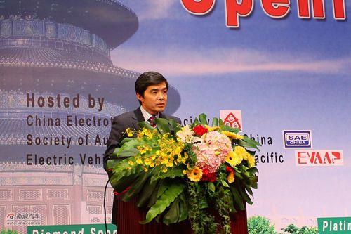 清华大学的教授、全国政协常委、汽车安全与节能国家重点实验室主任欧阳明高