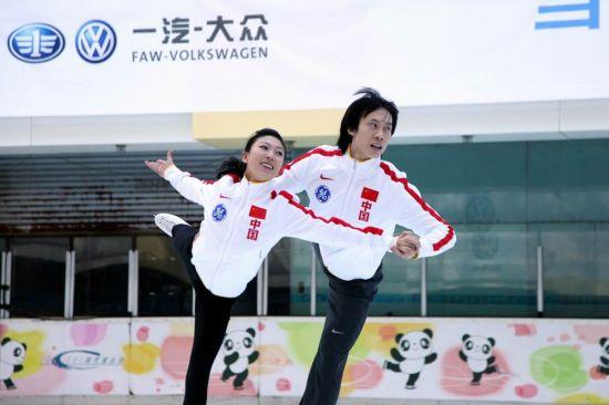 中国花样滑冰双人滑世界冠军庞清、佟健激情表演