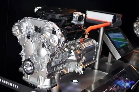 混合动力系统采用了一台电动机和两套离合器的混合动力系统